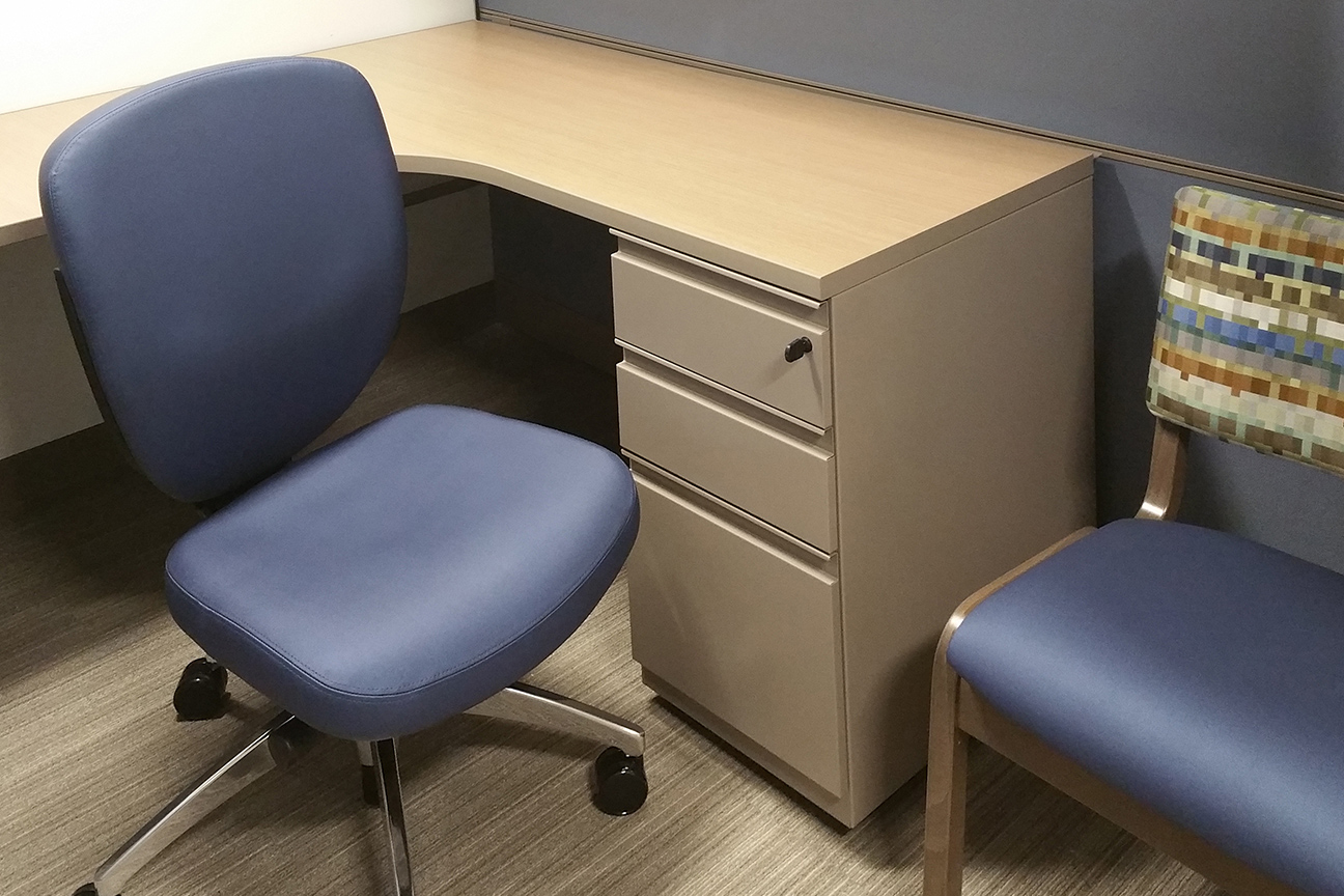 Task and Side Chair / Workstation