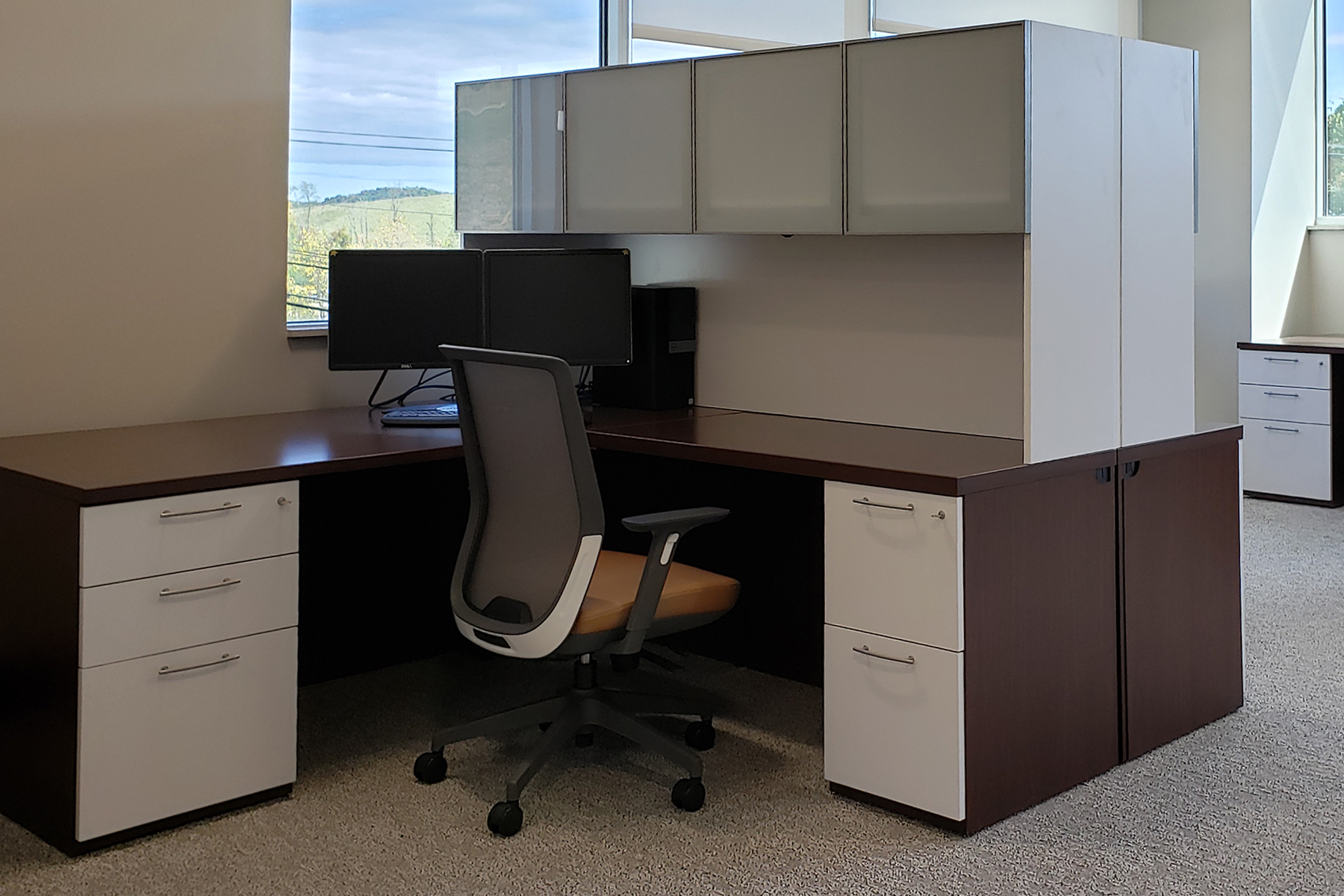 L Shape Workstation with Kimball® Joya™ Chair.