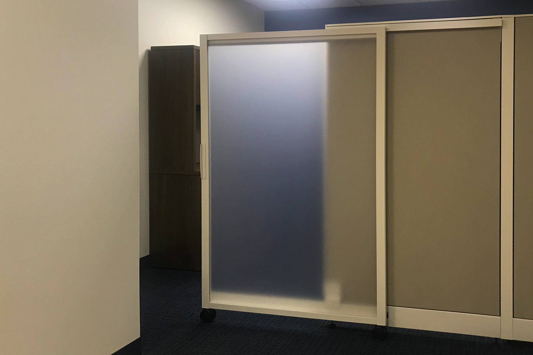 HON Accelerate Full Height Privacy Panel locking