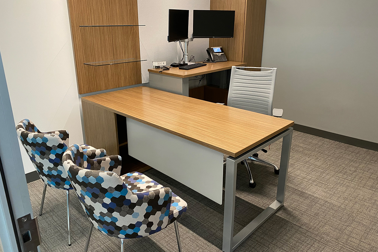 Desk with Task and Side Chairs